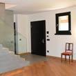 portoncino blindato nero con finestra in legno laccato nero