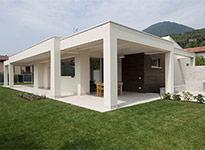 serramenti in legno per villa moderna