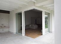vetrata scorrevole in legno, angolare