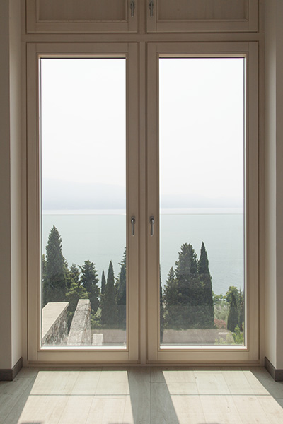 Foto serramenti in legno di ecolegno a brescia - Cerniere per finestre in legno ...