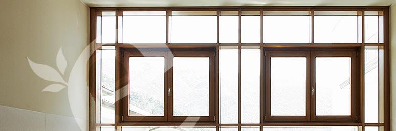 vetrata continua in legno